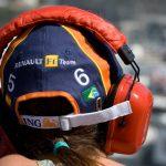 casque orange avec logo de sponsors